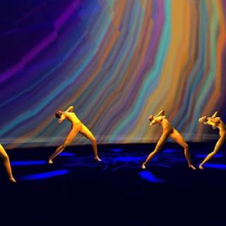 Do corpo humano ao pós-humano: a busca de uma linguagem para a dança virtual.